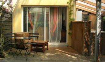 Chambre et terrasse à 1,5 km de la plage