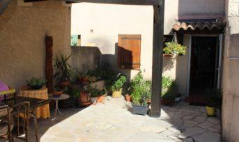 Maison agréable avec jardin clôturé, quartier calme.