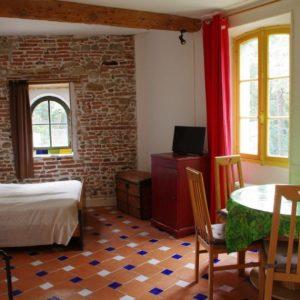 Grand studio dans ancienne maison rénovée