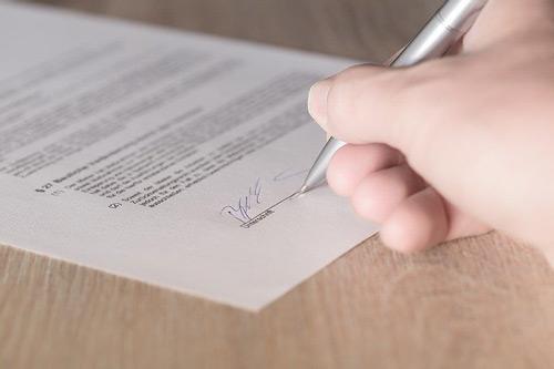 La signature d'un contrat de location n'est pas obligatoire mais nécessaire !